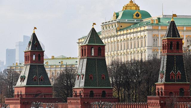 Башни Московского Кремля: Тайницкая, Первая Безымянная и Вторая Безымянная. Архивное фото