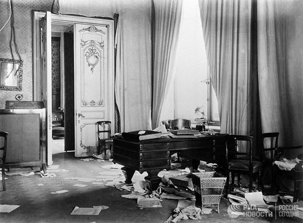 Комната Зимнего дворца после штурма