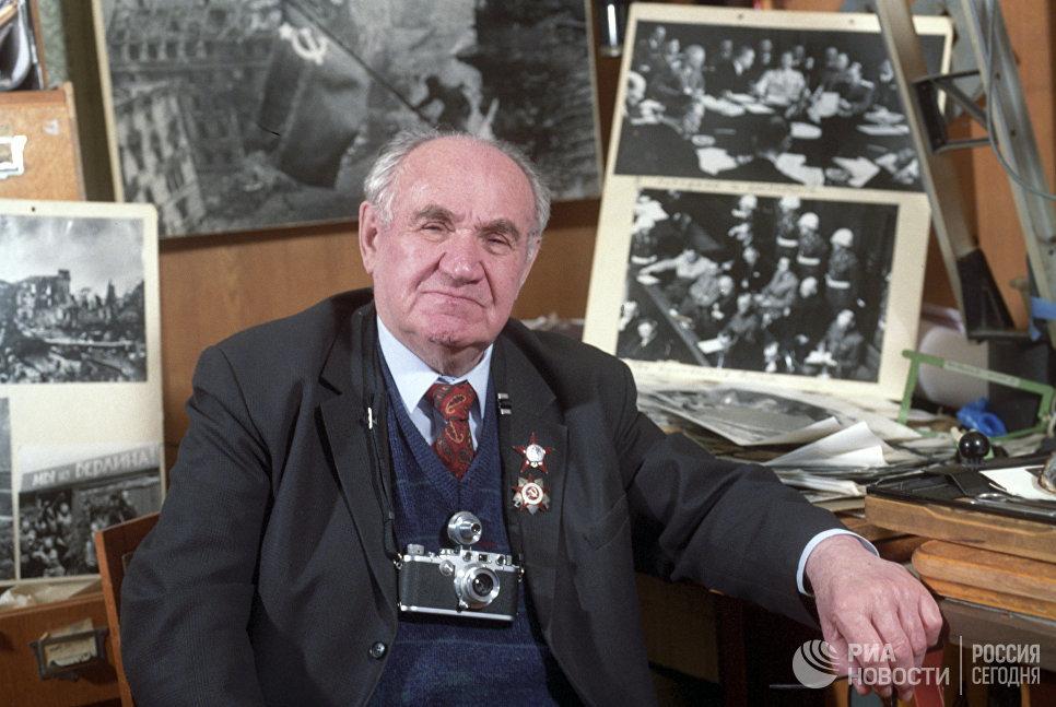 Военный фотокорреспондент Евгений Халдей