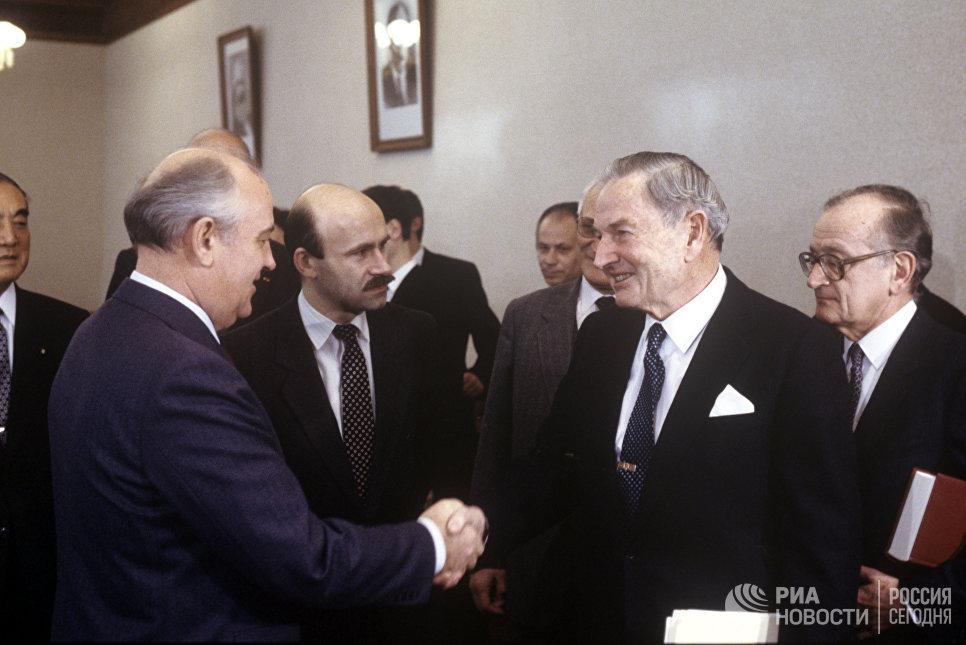 Генеральный секретарь ЦК КПСС Михаил Сергеевич Горбачев и сопредседатель Трехсторонней комиссии Дэвид Рокфеллер