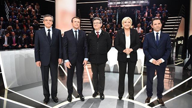 Участники предвыборных дебатов на французском телеканале TF1 (слева направо): Франсуа Фийон, Эммануэль Макрон, Жан-Люк Меланшон, Марин Ле Пен и Бенуа Амон . 20 марта 2017. Архивное фото