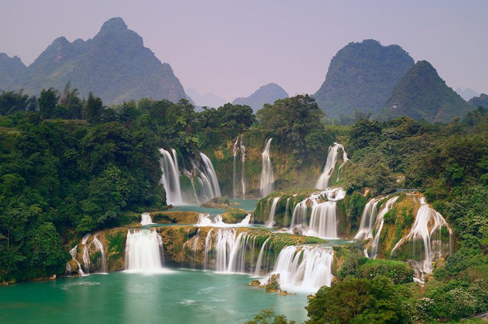 Водопад Дэтянь на границе Китая и Вьетнама