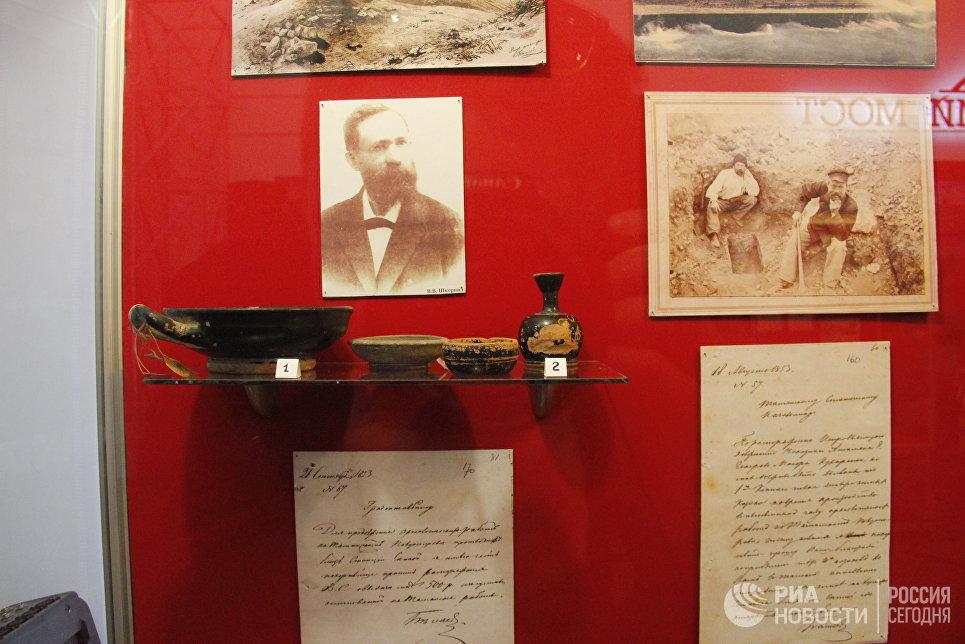 Экспонаты выставки Крымский мост. Фантастическая реальность в Керчи