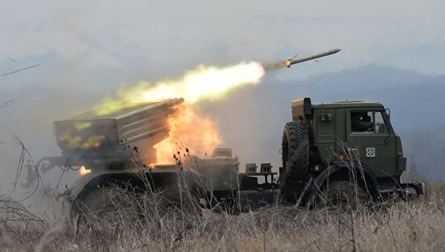 Под Оренбургом более 1000 военных приняли участие в стрельбах из РСЗО