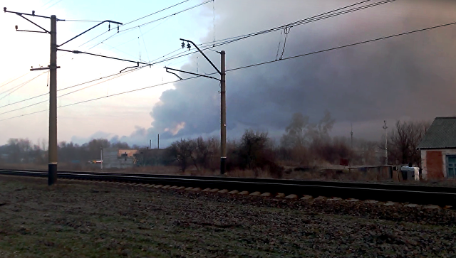 Киев ввел запрет наполеты над районом горящего склада боеприпасов вБалаклее