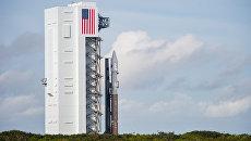 Ракета-носитель Atlas V с грузовым кораблем Cygnus на стартовой площадке. Архивное фото