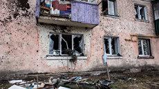 Повреждения в жилом доме в результате пожара на военных складах боеприпасов в Харьковской области. Архивное фото