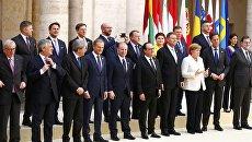 Совместное фотографирование лидеров стран Евросоюза на встрече в Риме, 25 марта 2017 года