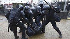 Сотрудники милиции применили силу к участнику митинга в Минске, посвященному Дню Воли