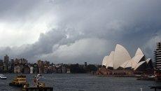 Штормовые облака над Сиднейской бухтой. Архивное фото