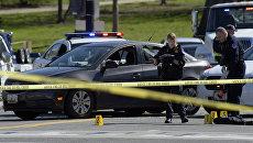 Сотрудники полиции на месте инцидента возле Капитолия США в Вашингтоне
