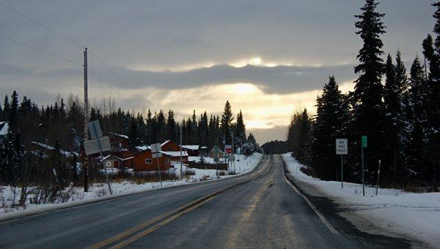 Дорога, Аляска. Архивное фото