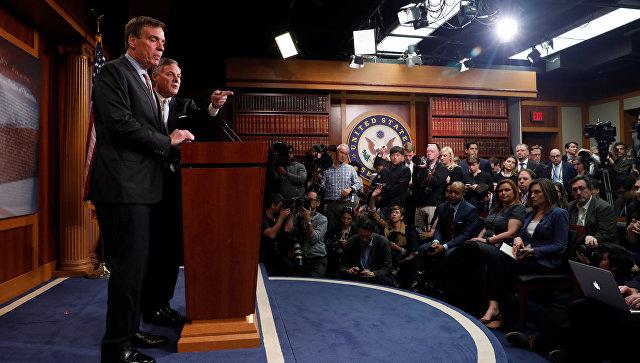 Председатель специального сенатского комитета по разведке Ричард Берр во время доклада о расследовании обстоятельств вмешательства России в выборы американского президента. 29 марта 2017 года