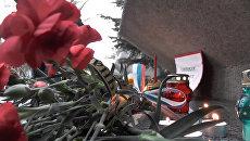 Цветы и свечи: акции памяти жертв теракта в Петербурге в разных городах