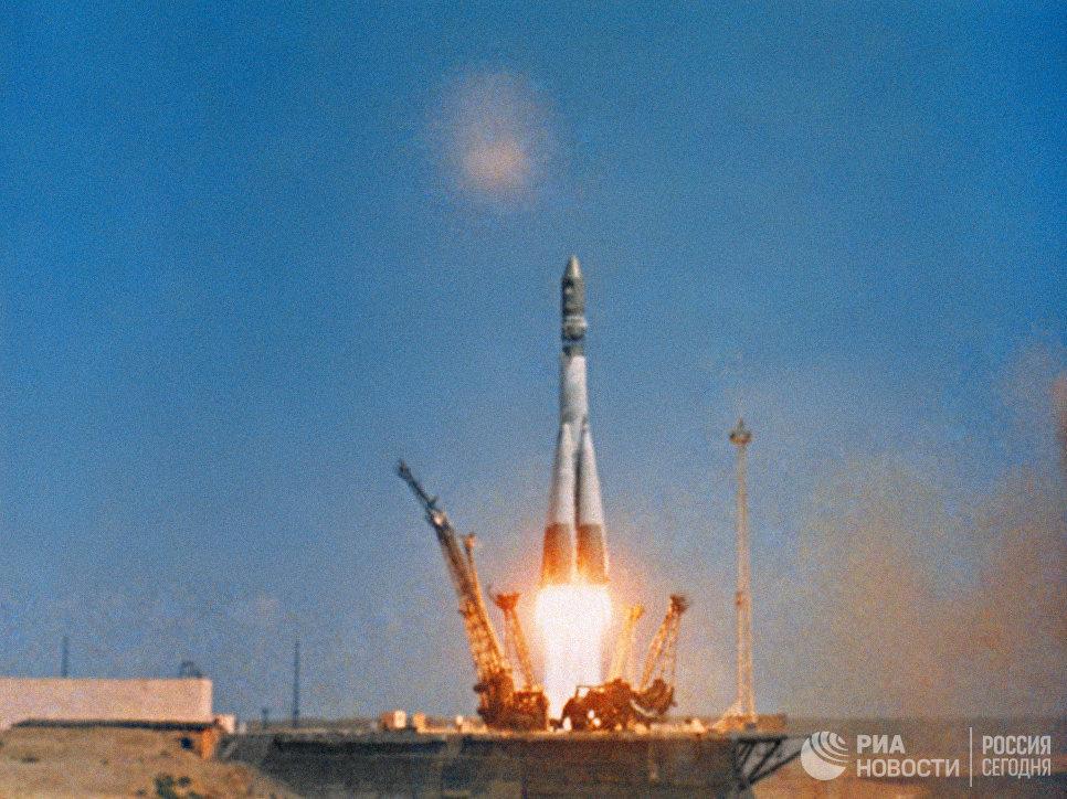 Старт ракеты-носителя Восток с кораблём Восток-1, на борту которого летчик-космонавт СССР Юрий Гагарин