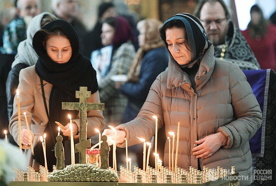 Панихида в Троице-Измайловском соборе Санкт-Петербурга по погибшим при взрыве в метро