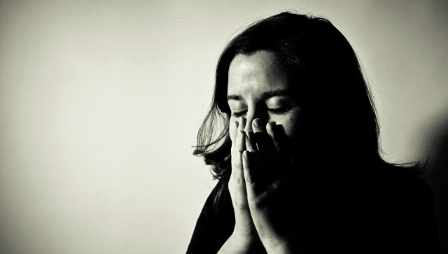 Женщина, переживающая стресс. Архивное фото