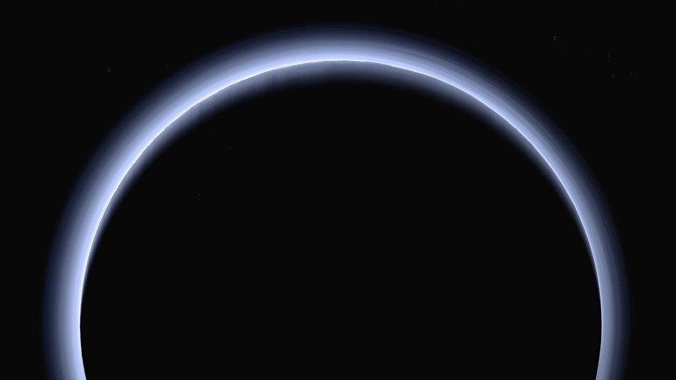 Плутон, подсвеченный Солнцем