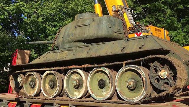 Эстонский юрист поменял свою машину насоветский танк Т-34