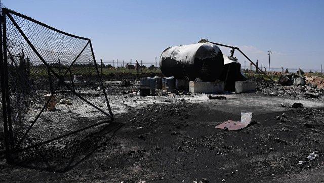 Последствия ракетного удара США по авиабазе Шайрат в Сирии. Архивное фото
