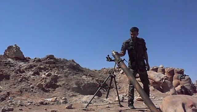 Сирийские солдаты накрыли огнем позиции террористов в Дейр-эз-Зоре. Кадры боя