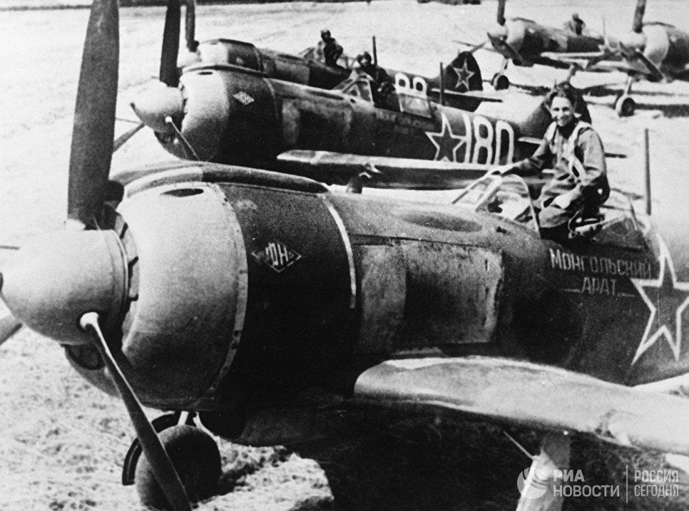 Самолеты Ла-5 из эскадрильи Монгольский арат, построенные на деньги, собранные монгольскими крестьянами