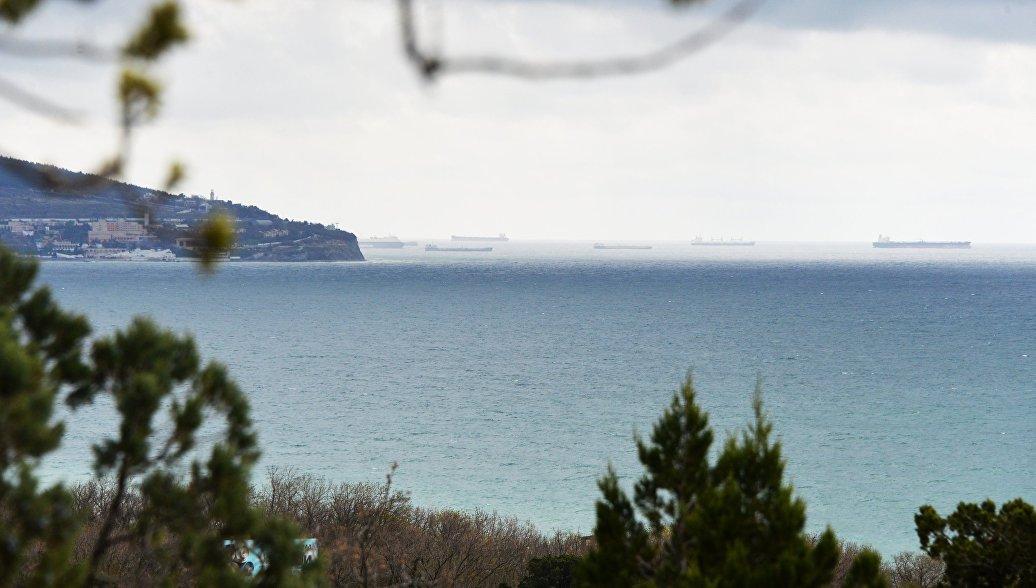 Вид на море в городе Геленджик. Архивное фото