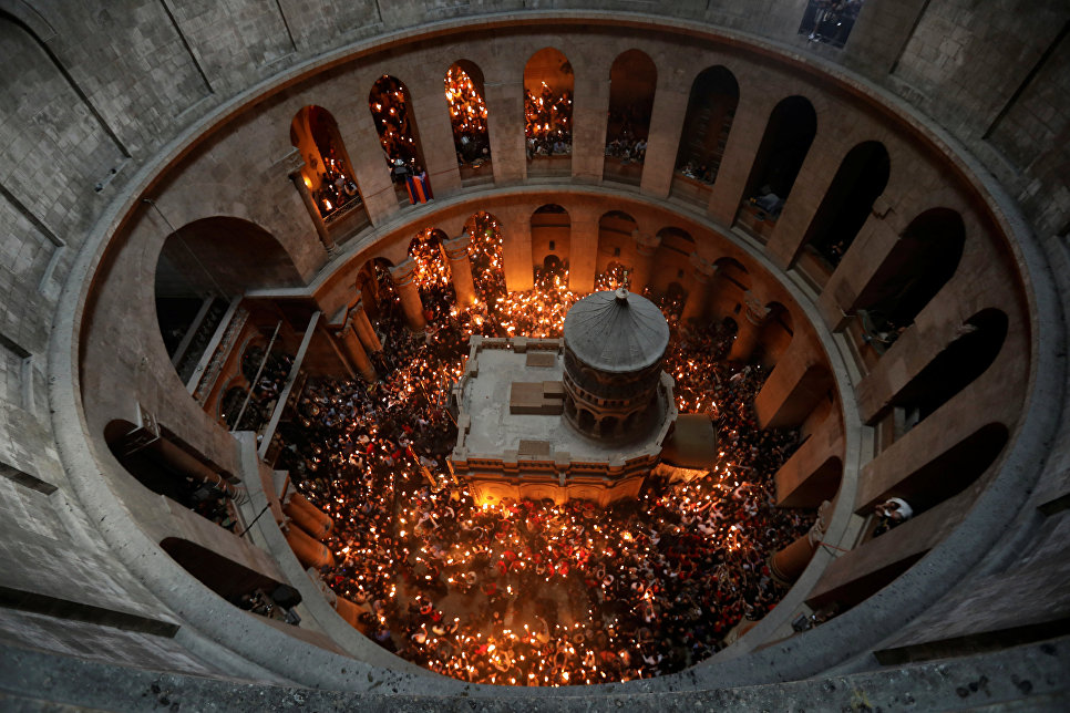 Схождение Благодатного огня на православную Пасху. 15 апреля 2017 года