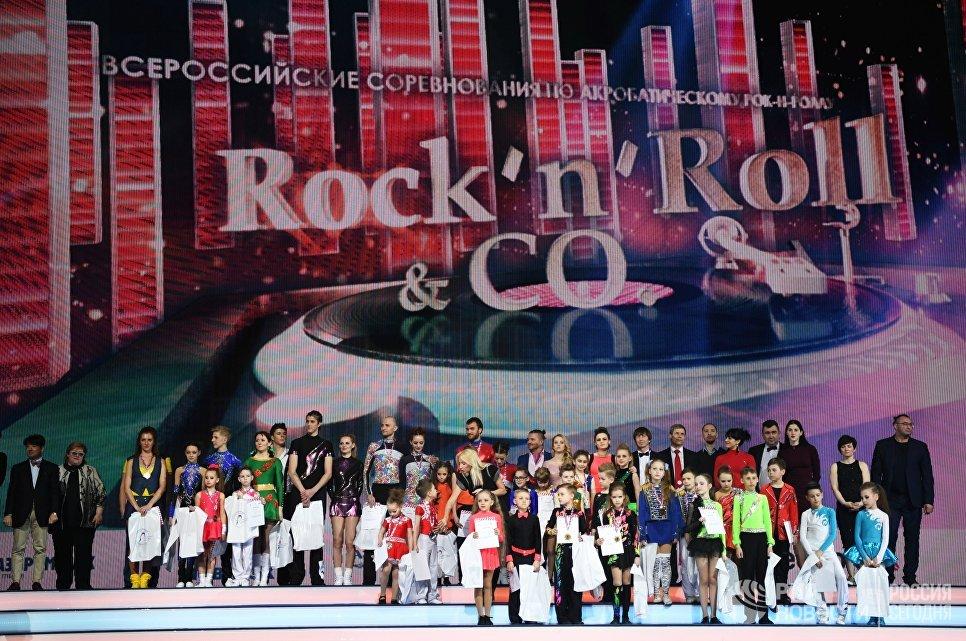 Участники всероссийских соревнований по акробатическому рок-н-роллу Rock'n'Roll &CO. в Москве