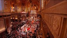 Пасхальное богослужение в Москве: молитвы, крестный ход и Благодатный огонь