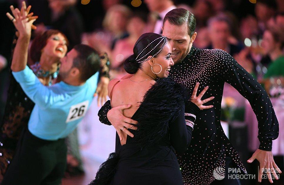 Константин Чигирев и Дарья Михальская (Россия) выступают на чемпионате Европы по латиноамериканским танцам в Москве