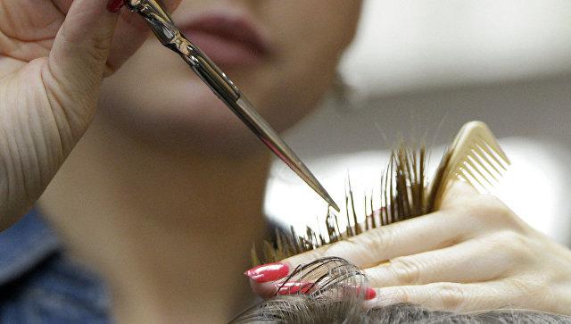 Работа парикмахера. Архивное фото