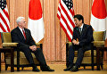 Вице-президент США Майк Пенс во время встречи с японским премьер-министром Синдзо Абэ в Токио. 18 апреля 2017