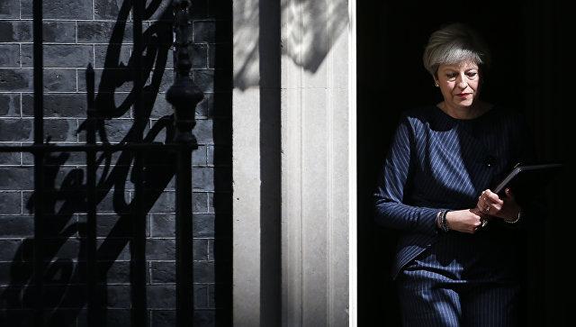 Премьер-министр Великобритании Тереза Мэй на Даунинг-стрит, 10. 18 апреля 2017 года
