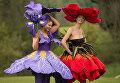 Модели в цветочных платьях во время Выставки весенних цветов в Йоркшире, Англия
