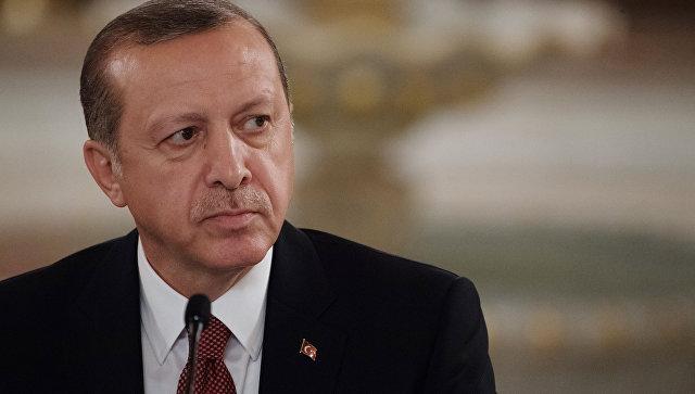 Супруга главы МИД ФРГ получает угрозы после жесткой критики Эрдогана
