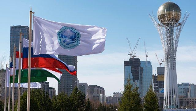 Флаг Шанхайской организации сотрудничества и флаги стран участниц ШОС в Астане. Архивное фото