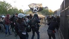 Парижская полиция газом разгоняла протестующих против президентских выборов