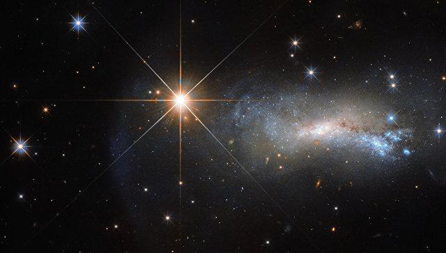 На этом снимке Хаббла галактику NGC 7250 почти не видно из-за яркой звезды TYC