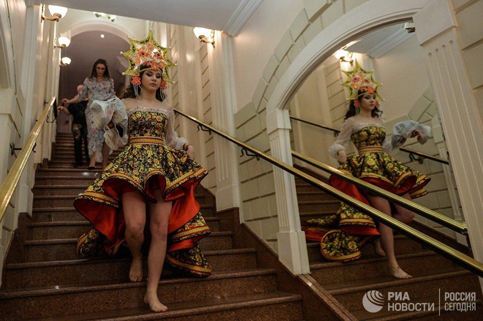 Участница перед началом финала конкурса Российская красавица 2017 в Korston Club Hotel в Москве