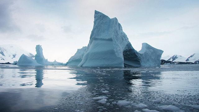 Ученые узнали, почему изледника Тейлора вАнтарктиде течет красная вода
