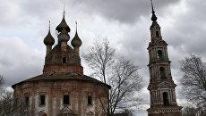 Казанская церковь и колокольня в селе Курба Ярославской области