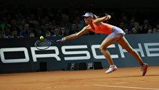 Мария Шарапова в матче первого круга одиночной встречи против Роберты Винчи в матче WTA Porsche Tennis Grand Prix 2017 в Штутгарте. Архивное фото