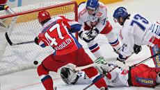 Нападающий сборной России Александр Радулов (в красном). Архивное фото