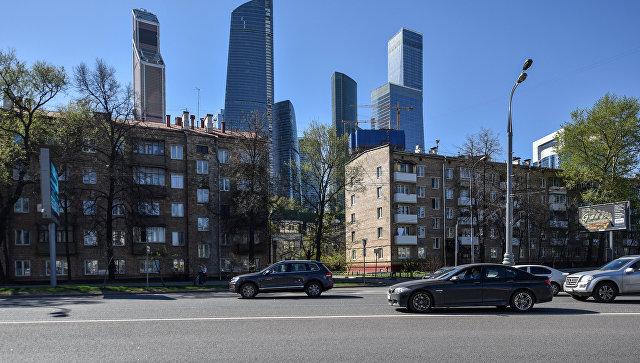 Пятиэтажные дома рядом с международным деловым центром Москва-Сити по адресу Шмитовский проезд в Москве