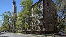 Пятиэтажные дома рядом с международным деловым центром Москва-Сити по адресу улица Антонова-Овсеенко в Москве