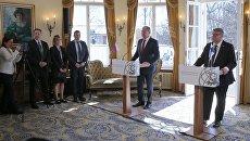 Министр иностранных дел РФ Сергей Лавров и глава МИД Финляндии Тимо Сойни во время встречи в поместье Хайкон Картано. 4 мая 2017