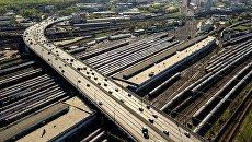 Автомобильное движение на участке Рижской эстакады Третьего транспортного кольца. Архивное фото