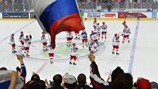 Российские болельщики радуются победе сборной в матче группового этапа чемпионата мира по хоккею 2017 между сборными командами Италии и России