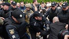 Полиция задерживает протестующего против празднования Дня Победы в Киеве